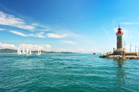 paisaje mediterraneo: Faro de St. Tropez. hermoso paisaje mediterr�neo. franc�s Costa Azul, Costa Azul, Francia