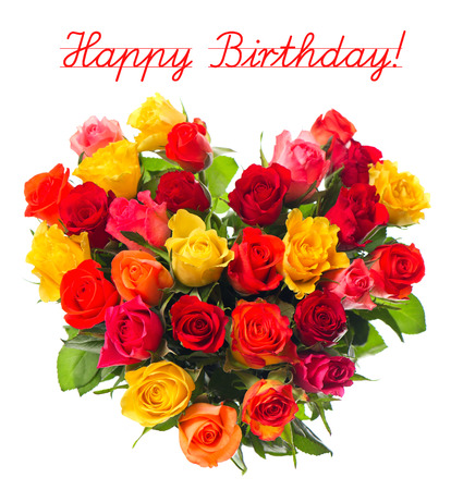 Gelukkige Verjaardag kaart concept, boeket van kleurrijke assortiment rozen in hartvorm op een witte achtergrond Stockfoto
