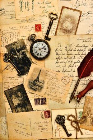 alte Postkarten, Briefe und Fotos nostalgischer Vintage-Hintergrund Editorial