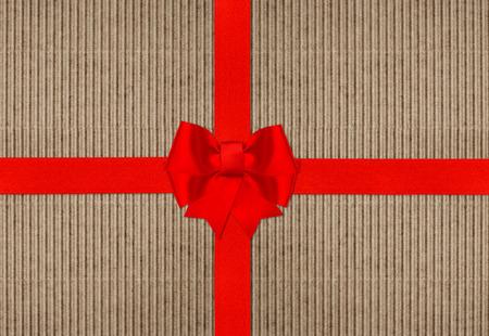not open: fiocco di nastro rosso sulla trama carta cartone con testo NON APRIRE fino a Natale