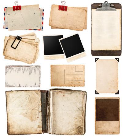 Haufen von alten Ansichtskarten isoliert auf weißem Hintergrund. Weinlesepapierblätter mit Klipp. alten Bilderrahmen. Antiquitäten Zwischenablage. Retro-Design