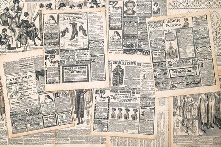 フランス、パリのアンティーク広告女 1919年新聞ページ年頃