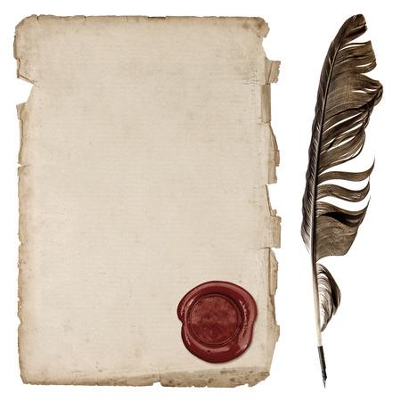 Feuille de papier vieilli avec cachet de cire et stylo plume d'encre isolé sur fond blanc Banque d'images - 29624257