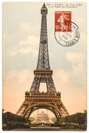 timbre voyage: carte postale vintage avec Tour Eiffel La Tour Eiffel à Paris, France, vers 1914 Banque d'images