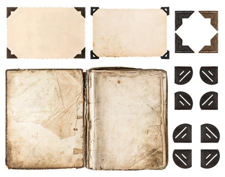 el libro envejecido, álbum de fotos, tarjeta de papel vintage, esquina de la foto aislada en el fondo blanco los elementos del libro de recuerdos