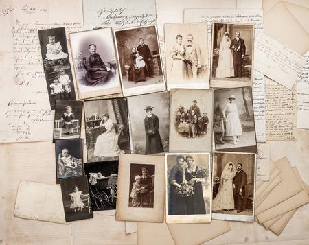 Alte Briefe und antiken Familienfotos. Original Vintage Bilder von ca. 1900 Standard-Bild - 30486805