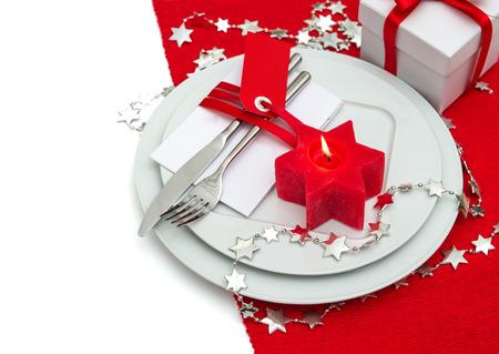 diner aux chandelles: f�te de no�l d'endroit de table cadre d�coration en rouge et argent. d�ner l�ger bougie