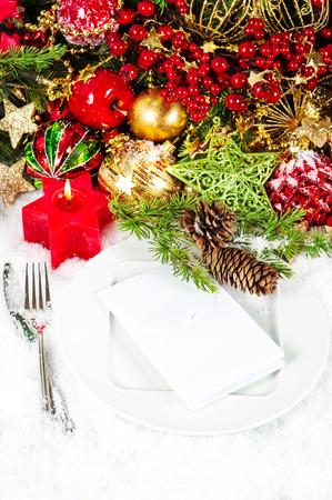 diner aux chandelles: no�l service de table d�coration en rouge et or endroit. d�ner l�ger bougie