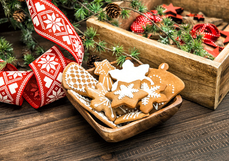 gingerbread cookies: christmas ornaments and gingerbread cookies.