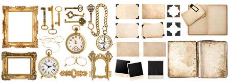 orologi antichi: Grande collezione di oggetti d'epoca. Vecchio libro, cornici con angolo, accessori dorati isolato su sfondo bianco.
