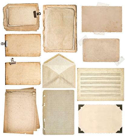 hoja en blanco: hojas de papel usadas. páginas de libros antiguos, cartones, notas musicales, marco de fotos con la esquina, el sobre aislados en el fondo blanco