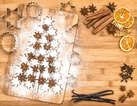 star anise christmas: Christmas cookies cinnamon stars and spices on wooden background. Vanilla pods, cloves, star anise and cinnamon