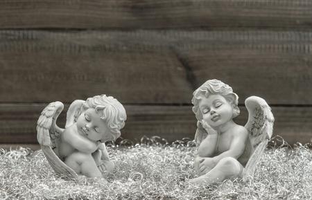 ange gardien: Dormir ange gardien. D�coration de No�l. style vintage image tonique. Mise au point s�lective
