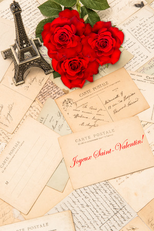 st  valentin: Roses, vintage postcards and souvenir Eiffel Tower from Paris. Sample text Happy St. Valentin in french