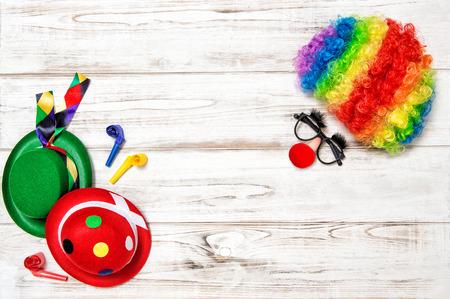 clown cirque: Carnival mask clown avec perruque. Vacances fond Banque d'images