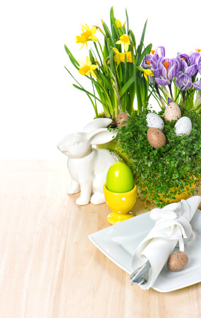 napkin ring: Easter table setting with flowers, bunny and eggs decoration on white background. selective focus