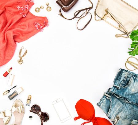 accesorios de moda con los cosméticos, bolso y los zapatos.
