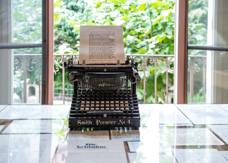 Typewriter in Herman Hesse museum in Montagnola, where famous poet and writer 1931–1962 lived Archivio Fotografico - 104950895