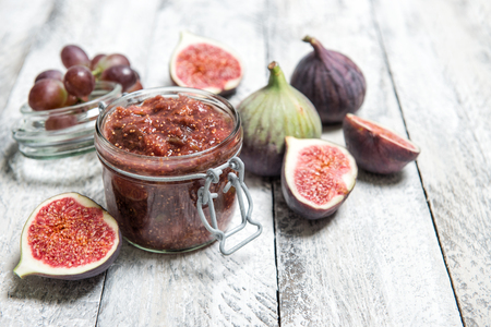 Figs jam in jar. Fruit marmalade on rustic wooden background Zdjęcie Seryjne - 108387836