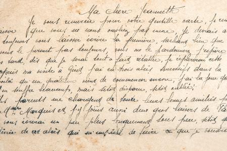 Texto de correo postal manuscrita indefinido antiguo. Fondo de textura de papel usado Foto de archivo