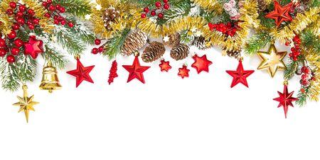 Decoración navideña de oro rojo y ramas de los árboles. Frontera festiva Foto de archivo