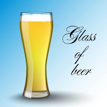 bier: Light beer. Transparent glass. Refreshing drink bubbles