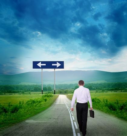 planeaci�n estrategica: hombre de negocios en el camino