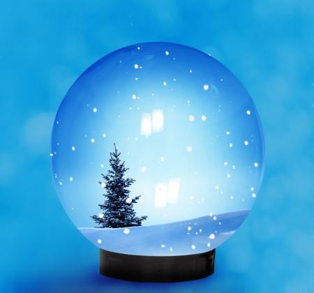snow falling: Cupola della neve con la neve caduta