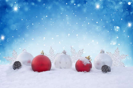Holiday background with red Christmas balls, snowflakes and cones. Winter Scene. New Year greeting card. Christmas decorations on the snow. Banco de Imagens