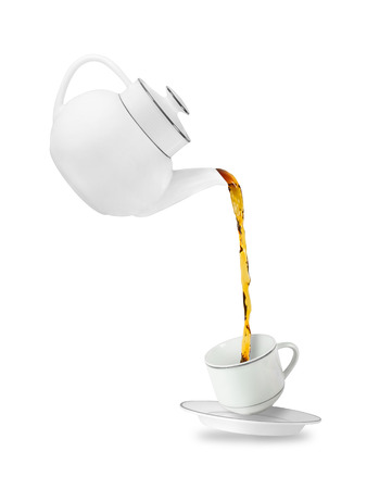 Giet thee in de kopje thee. Theepot en kopje geïsoleerd op een witte achtergrond