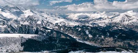 Panoramic view of snowcapped Arkhyz mountains in Karachay-Cherkessia (Russia) 免版税图像