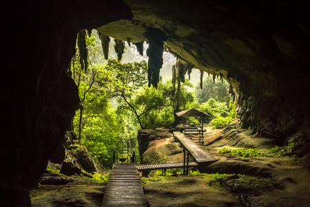 Cave entrance in Niah National Park, Niah Cave in Sarawak Malaysia Banque d'images