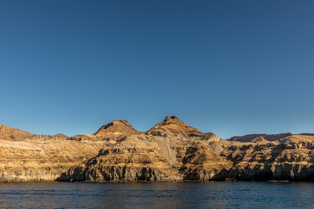 Gran Canaria, Canary Islands in Spain: The beautiful mountains at the coast between Puerto de Mogan and Puerto Rico. Layers of volcanic rock. Strata. Banque d'images