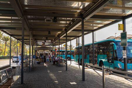 Maspalomas, Gran Canaria in Spain - December 11, 2017: Bus standing at Faro de Maspalomas bus and transportation station in Maspalomas. Éditoriale