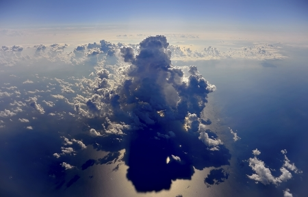 this cloud is the protagonist of the scene that appear from the windows of the plane  Stock Photo - 15483048