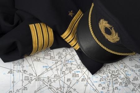 piloto de avion: no usar uniforme capit�n de una carta de navegaci�n aeron�utica