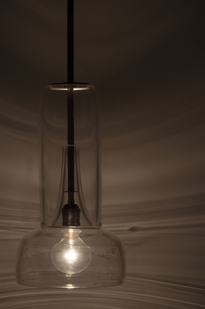 colourless: L�mpara de vidrio incoloro, transparente para ver la bombilla