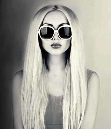 sunglasses: hermosa mujer en gafas de sol Foto de archivo