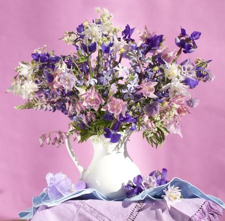 aquilegia: bouquet