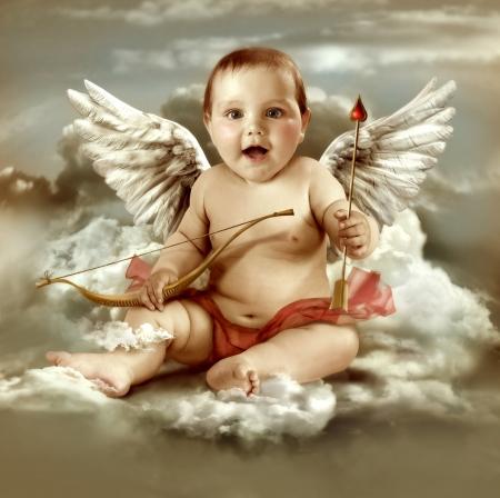 ali angelo: Bambino cupido con ali d'angelo Archivio Fotografico
