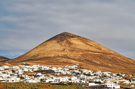Buildings in the municipality of Tias against cloudy sky. Photo taken on Lanzarote, Las Palmas, Spain. 免版税图像