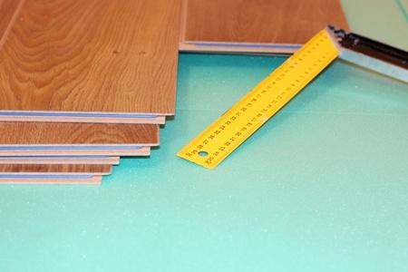 Lineal und Laminat auf Substrat Standard-Bild - 8359544