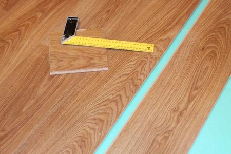 Lineal und Laminat auf Substrat Standard-Bild - 8359519