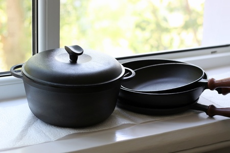 cast iron: cast iron pans, perfect quality kitchen utensils Stock Photo