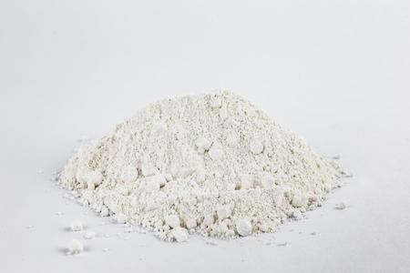 白い背景に白い亜鉛顔料