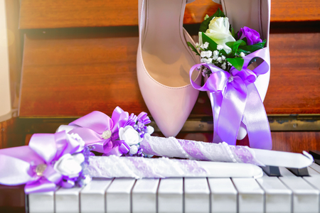 brides shoes on the piano, brides bouquet. wedding attributes. 스톡 콘텐츠