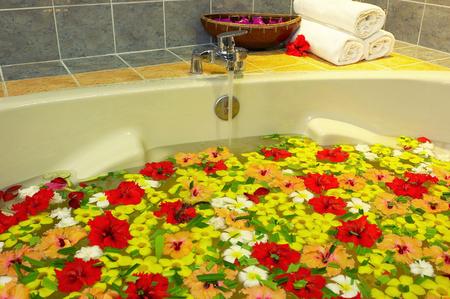 A bathtub of flower petals Imagens