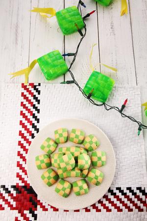Top view checker cookies and ketupat light Standard-Bild