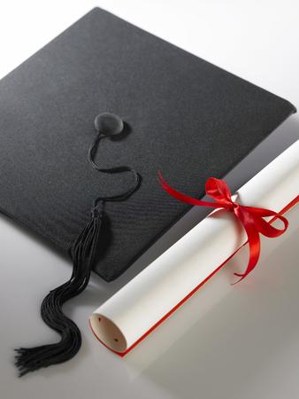 stock imageof Graduation cap and diploma Foto de archivo
