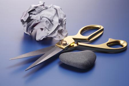 Nahaufnahme von Steinpapier und Schere